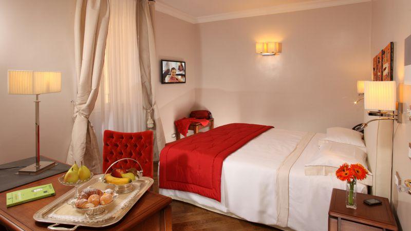 Hotel-Vivaldi-Roma-camera-elegance-09