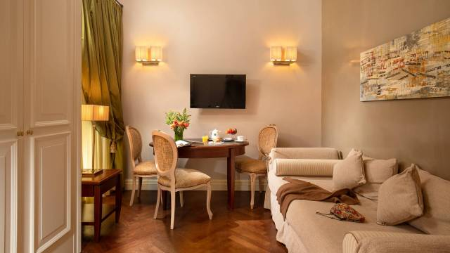 IMG-0954m-Hotel-Vivaldi-Roma-Vivaldi-Suite-Living-2020