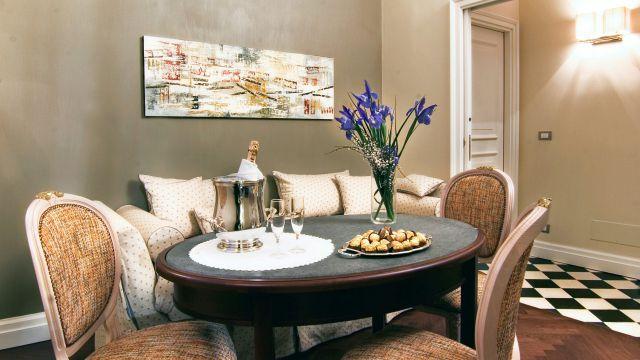 Vivaldi-hotel-Rome-suite-living room-01